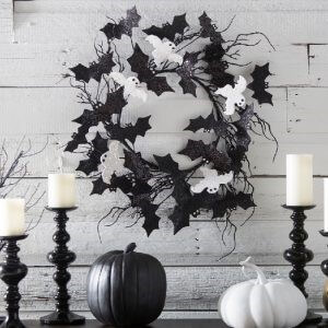 outdoor Halloween decorating - wood wreath