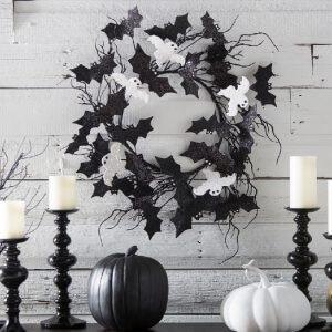 outdoor Halloween decorating - wood wreath