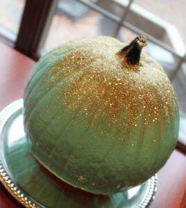 outdoor Halloween decorating - glittery pumpkin